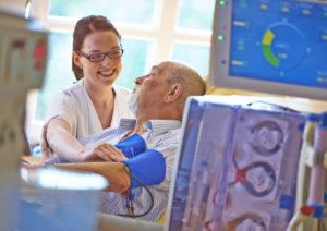 Patientenbetreuung während der Dialyse